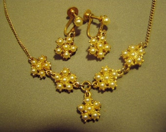 Vintage 1960s Faux Pearl Necklace & Screw Back Earrings Set 8922