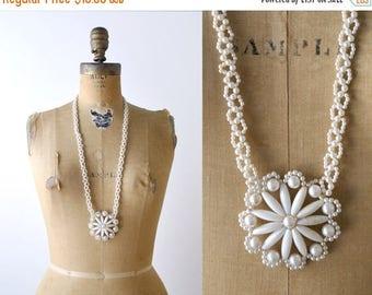25% OFF 1970's Boho White Beaded Starflower Necklace