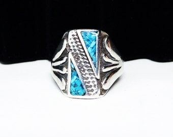 Sterling & Turquoise Chip Mens Ring  - Southwestern Native American Indian Jewelry - Diagonal Line  - Four Fingers Shank - 1960s 1970s 1970s