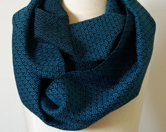 Handwoven Cotton Loop Scarf Blue/Green - Art Deco Fan