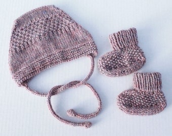 Hand Knit Baby Bonnet and Booties Set. Dark Pink Baby Girl Bonnet and Booties. Knit Baby Girl Set. Knit Baby Girl Socks. Baby Girl Wool Hat.