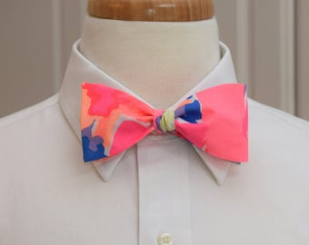 Men's Bow Tie, hot pink, coral Playa Hermosa Lilly print, prom bow tie, wedding bow tie, Carolina Cup bowtie, Kentucky Derby, groom bow tie