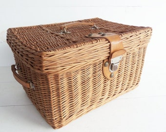 Vintage Wicker Suitcase, French Wicker Storage Basket, Picnic  Basket, Farmhouse Storage