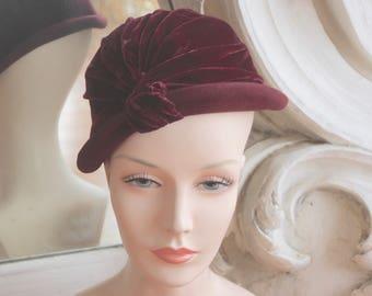 Vintage 1930s - 1940s Burgundy Wool & Velvet Rolled Brim Cloche Hat
