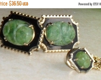 70% OFF MOVING SALE Vintage Set --Carved Gemstone --Antique Aventurine-- Cuff links and Tie Clip ---Mint Condition
