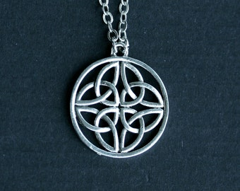 Celtic Triquetra Trinity Knot Circle Necklace