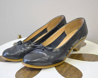 1970s Pappagallo Navy Leather Shoes, Size 5 1/2M