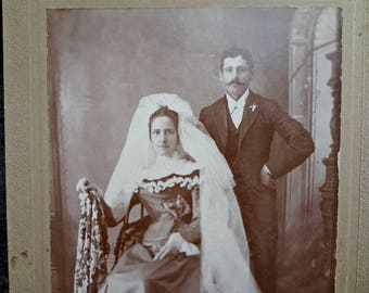 Victorian Dark Color Wedding Dress and White Veil / Vintage Marriage / Early Formal Antique Wedding Photo / Cabinet Card (AA2)