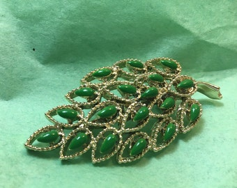 Green leaf gold jade Brooch broach  scarf pin vintage