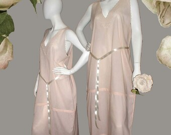 Vintage 1940s B. Altman & Co. Pink Lawn Embroidered Nightgown With Scalloped Neck and Armholes - Size L/XL