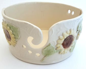 Yarn Bowl // Ceramic Yarn Bowl with Sunflowers // Knitting Bowl // Yarn Holder // Gift for Knitter // Pottery Yarn Bowl // Gift for Mom