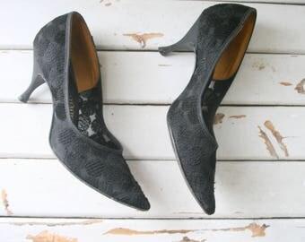1980s BLACK LACE Heels....size 6 womens....kitten heels. stilleto heels. shoes. black heels. mad men. party. fancy. glam. mod. lace. holiday