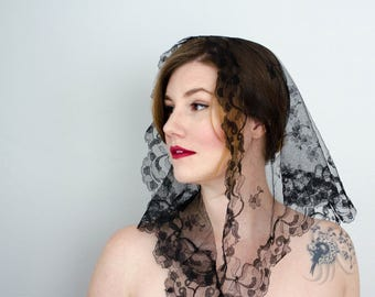 vintage mantilla / black floral lace head scarf