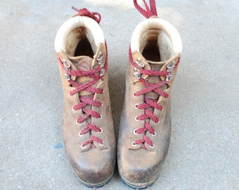 Vintage Womens 6.5 Vasque Italian Leather Classic Hiking Boots Alpine Hiker Red Laces Mountaineering Hipster Combat Military Boho Spring