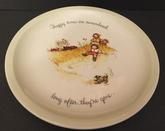 """1972 Holly Hobbie """"Happy Times Are Remembered Long After They're Gone""""  Collectors Plate"""