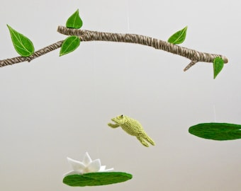 Frog Mobile, Frog Lily Pad Mobile, Baby Mobile, Green Nursery, Frog Baby Mobiles, Greenery, Gender Neutral Nursery, Toad hanging crib mobile