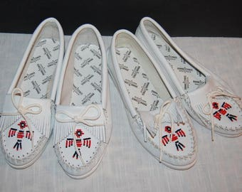 80's Minnetonka Moccasins Lot of 2 Size 9 White Leather Vintage Excellent Condition
