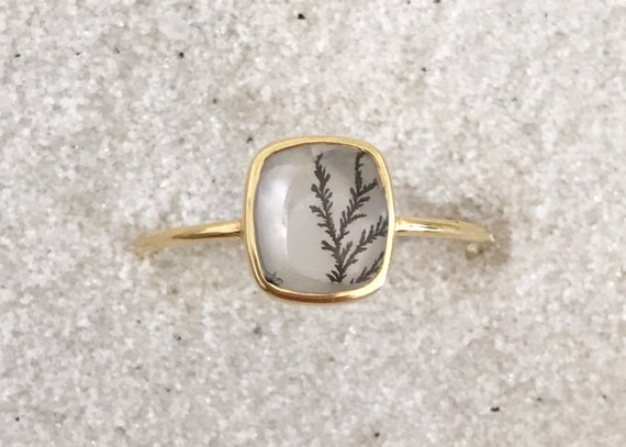 Dendrite quartz and solid 18k gold ring