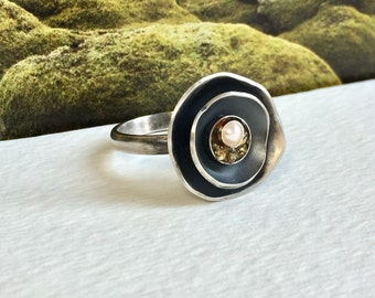 Large Silver Statement Ring, Pearl Statement Ring, Black Jewelry for Wife, Modern Ring, Resin Ring, Oxidized Pearl Ring, Abstract Ring