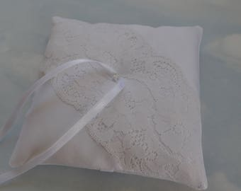 Ring bearer pillow. White wedding ring cushion.
