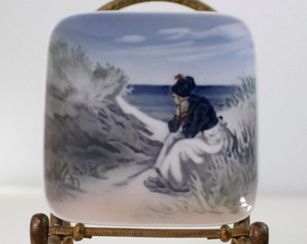 Royal Copenhagen Fano Dish 3674U Woman By Seashore