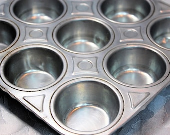 Small Vintage Muffin Tin