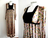 70s Black and White Flroal Pattern Prairie Maxi Dress With Long Sleeves  - XS