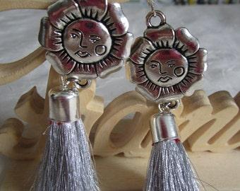 """Ravissantes boucles d'oreilles en métal argenté """"Une pleine lune"""""""