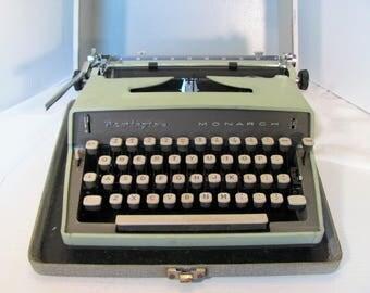 Portable Typewriter by Remington / Remington Monarch Portable Typewriter