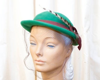 SPRING SALE 1940's Hat // Green Felt Hat with Feather and Veil