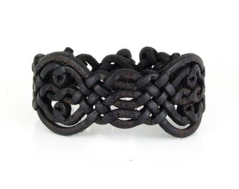 Special braided leather bracelet with toggle closure (SZA06)