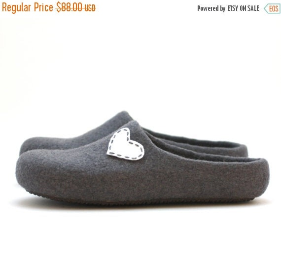 Women house shoes - felted wool slippers - Valentines gift  - grey slippers with white heart - gift for her - wedding shoes - wool clogs