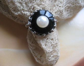 Vintage 10k Onyx Cultured Pearl Ring - 10k White Gold Ring - Black and White Jewelry - Pearl Ring - Estate Jewelry - Fine Jewelry - Gifts