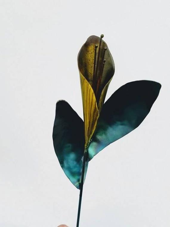 Calla lily, Garden sculpture, metal flower garden stake, garden flower stake, garden gift girl, recycled garden decor, calla lily gift