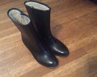 Vintage Rain Boots / 1970's Rain Boots / Women's Size 9 / Black Rain Boots