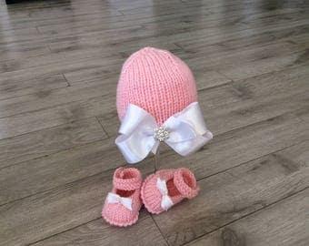 Hand knitted baby  Girl Hat,Girl Booties,Neoborn Baby Photo prop,Knitted set, booties,hat,Knitted newborn set