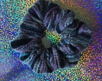 WOOLY WORM Hair Scrunchie