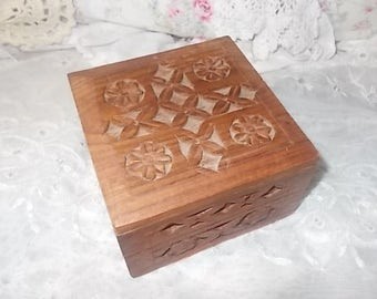 Hand Carved Box from India, Vintage hand carved box from India, Craved Trinket Box, Carved Small Jewelry Box, Hand Carved Box, Home Decor )s