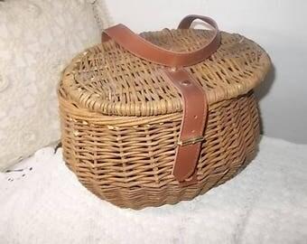 Fishermen Basket, Fishing Basket, Basket,  Wicker Basket, Vintage Home Decor, Storage, organization, Country Decor, Farm House Decor Prop )*