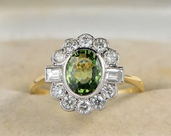 Art Deco 1.50 Ct natural green sapphire and diamond rare quality ring