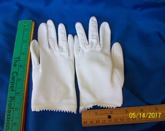 White wrist length cloth gloves with seed pearls -  MidCentury