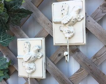 2 Shabby Chic Bird Wall Hook Plaques / White Casted Metal Bird / Jewelry Hanger / White Wall Decor