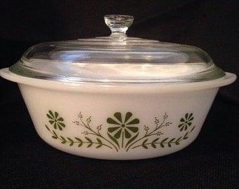 Vintage Pyrex Like Ovenware Round Dish w/ Lid - White with Green Daisy Print 2 Qt.