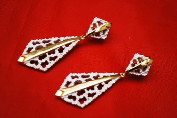 Crown Trifari white Enamel gold drop earrings - NOS original tag - Trifari Jewels card - Neck tie