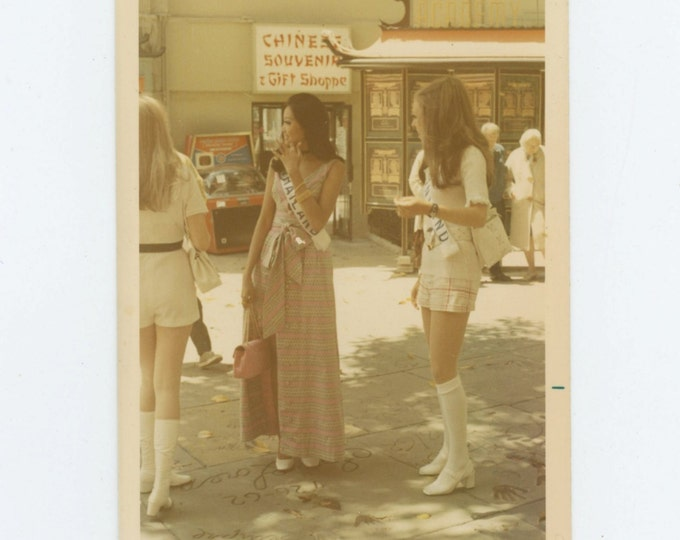 Beauty Queens Outside Grauman's Chinese Theater, 1971: Vintage Snapshot Photo (610514 )