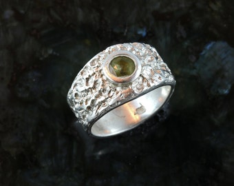 Contemporary tourmaline fine silver ring - size 6.5