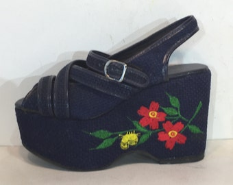 1970s navy high platforms woven fabric with embroidery  - size 6 - 1970s platform sandals - 1970s platform shoes - 1970s embroidered shoes