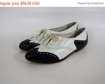 Sale Leather Wing Tip Shoes Navy White Oxfords Vintage Leather Oxfords Navy Blue Wing Tip Flats Vintage Brogues 6