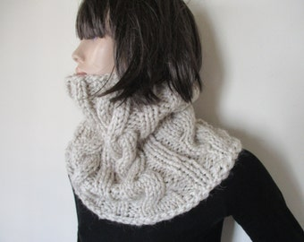 Scarf beige, unique handmade knitted scarf, wonem scarf, chunky texture, fluffy.