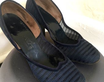 Navy Blue Mesh & Suede 1950's Pumps size 8.5 WEARABLE !